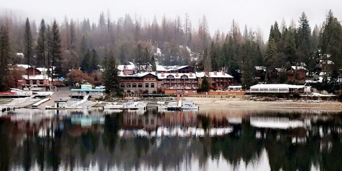 Pines Lake Resort: Unwind Your Holiday Season at This Wonderful Resort in California! | Tripboba.com